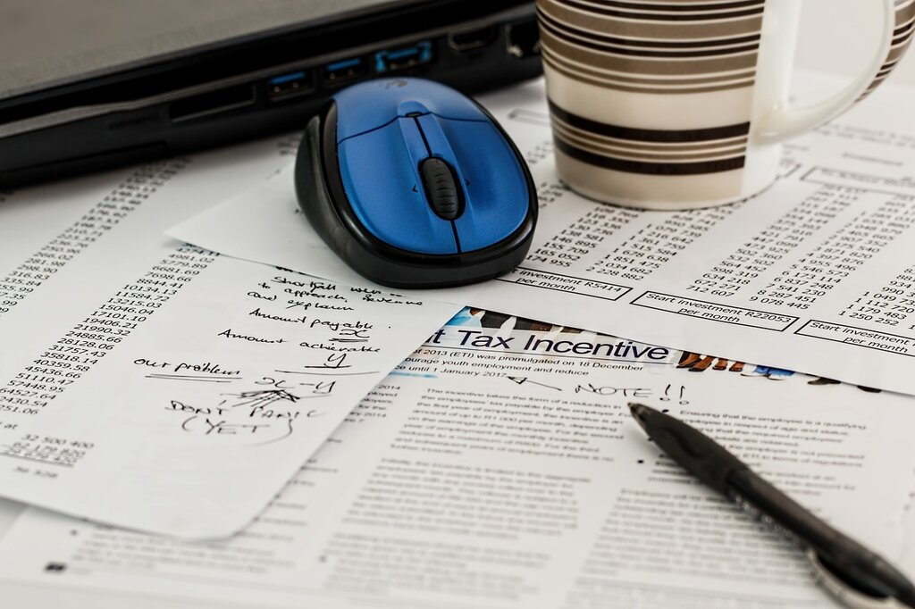 Computer mouse on retirement annuity documents